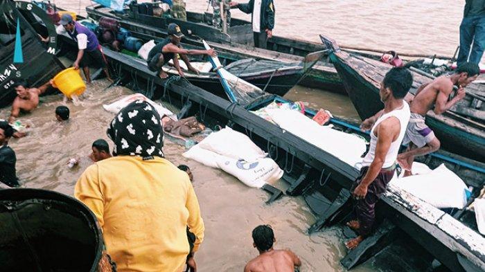 Kapal Bermuatan Sembako Tenggelam, Diterjang Gelombang di Perairan Kuala Patang Parang Inhil Riau