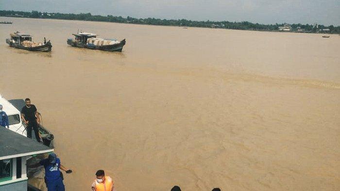 Muatan Senilai Rp1,5 Miliar Mengapung di Sungai Indragiri,Kapal Bocor Tenggelam, Ini Kronologinya