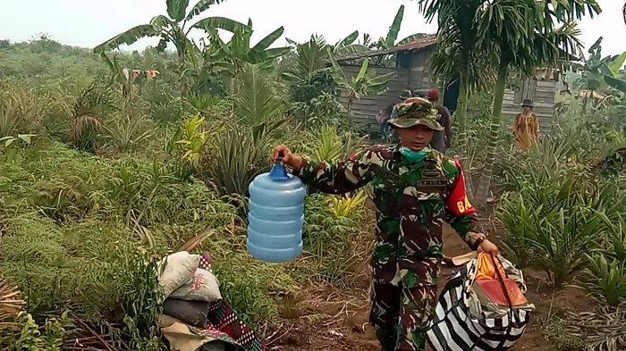 Karhutla Dekati Pemukiman Masyarakat di Inhil, TNI Mulai Ungsikan Warga