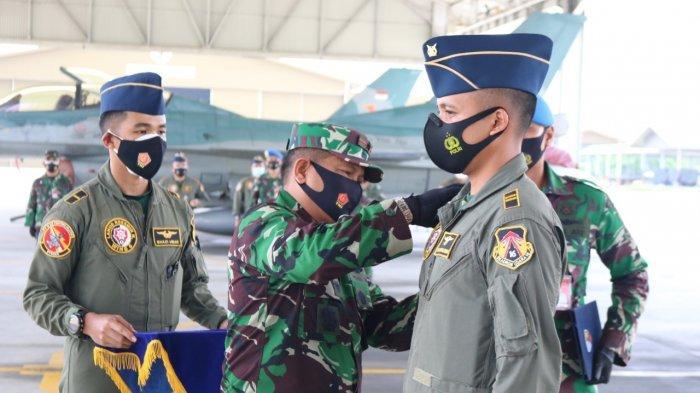 Dua Penerbang Skadron Udara 16 Lanud Roesmin Nurjadin Sukses Terbang Solo