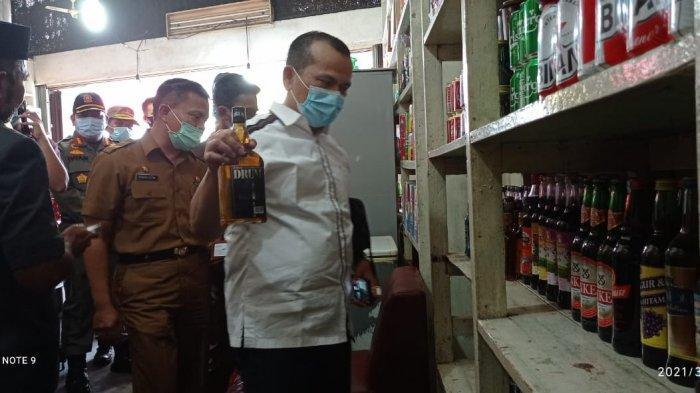 Komisi II DPRD Bersama Tim Yustisi Sidak ke Gudang Miras, Temukan Hal Tak Terduga