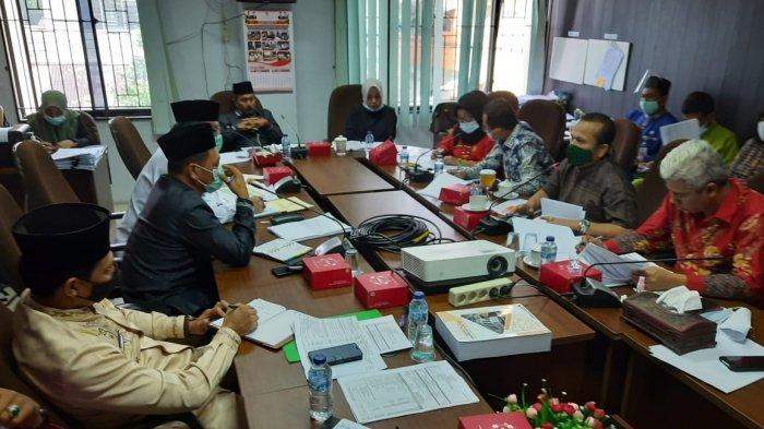 Suasana hearingKomisi II DPRD Pekanbaru dengan Dinas Peternakan dan Perikanan Pekanbaru akhir pekan lalu.