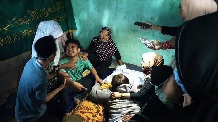 Kondisi mayat korban Seorang gadis siswi SMK berinisial MJ (15) ditemukan tewas di kamar rumahnya di Jalan Tanjung Selamat Perumahan Griya Tanjung Selamat blok E Deliserdang, Kamis (15/10/2020) malam.