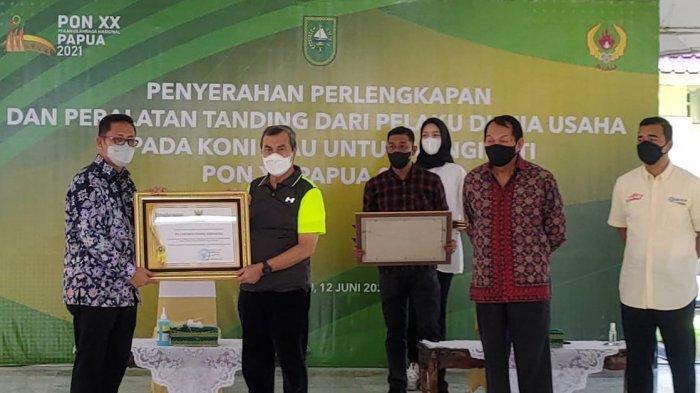 Dukung Riau di PON, SKK Migas - Chevron Berikan Perlengkapan Kontingen
