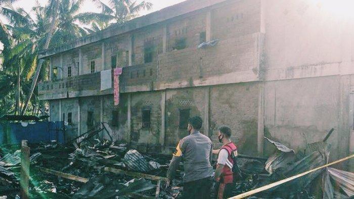 Ibu Kos dan Anaknya Lompat dari Lantai 2 Selamatkan Diri, Satu Rumah Kos Terbakar di Kateman Inhil