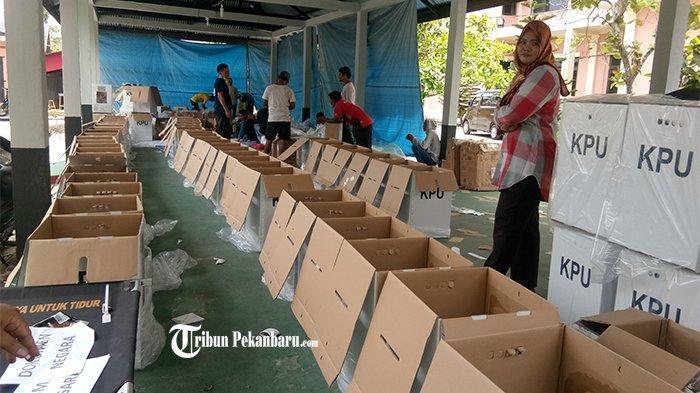 Tenggat Waktu Sampai Rabu Dini Hari, KPU Bengkalis Distribusikan Logistik ke 4 Kecamatan di H-1