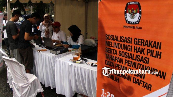 FOTO: KPU Riau Gelar Sosialisasi Gerakan Melindungi Hak Pilih - kpu-riau-gelar-sosialisasi-gerakan-melindungi-hak-pilih-hbkb_20181014_120541.jpg