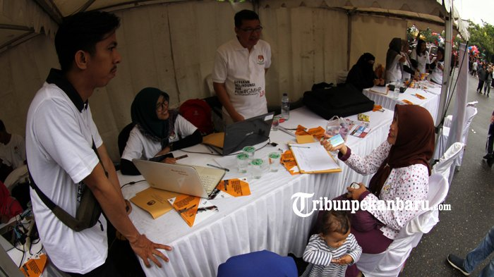 FOTO: KPU Riau Gelar Sosialisasi Gerakan Melindungi Hak Pilih - kpu-riau-gelar-sosialisasi-gerakan-melindungi-hak-pilih-hbkb_20181014_120700.jpg