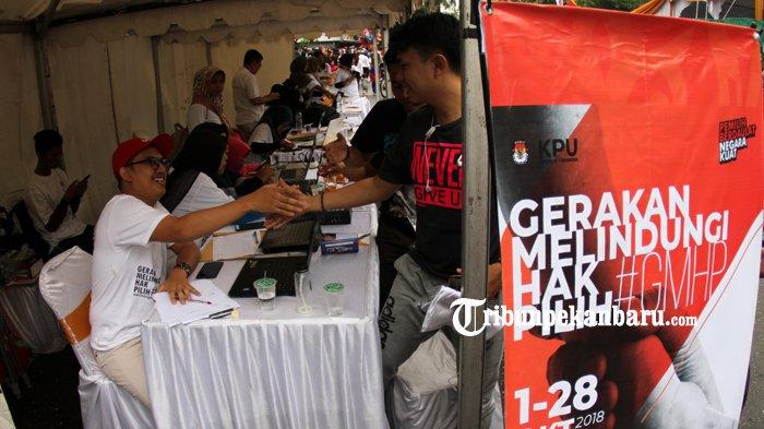 FOTO: KPU Riau Gelar Sosialisasi Gerakan Melindungi Hak Pilih - kpu-riau-gelar-sosialisasi-gerakan-melindungi-hak-pilih-hbkb_20181014_121013.jpg