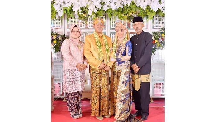 Kris Handoko (kanan) hadir pada resepsi pernikahan anaknya Sertu Bah Yoto Eki Setiawan di Jawa Timur pada 2020 lalu. Kris Handoko tinggal di Dusun Sri Mersing, Desa Jati Baru, Kecamatan Bungaraya, Kabupaten Siak, Riau.