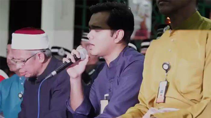 Masih Pegang Mikrofon Hendak Kumandangkan Takbiran, Pria Paruh Baya Meninggal Dalam Mesjid