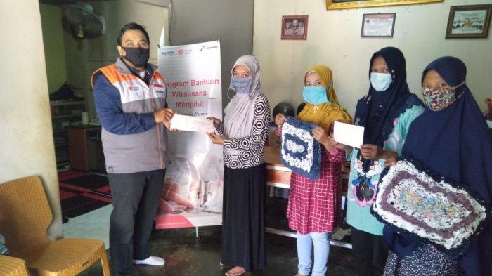 Kembangkan Rumah Jahit Pertiwi, Pertamina Melalui Rumah Zakat Berikan Modal Usaha