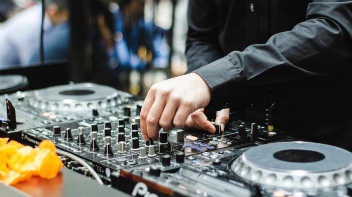 Full Bass Lagu DJ Bila Dia Menyukaiku Remix, DJ Ku Kira Dia Mencintaiku Remix TikTok Viral 2021