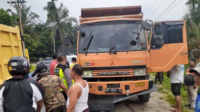 Truk Fuso Tabrak Motor di Jalintim Pelalawan,Kaki dan Tangan Gadis Remaja Patah,Temannya Luka Lecet