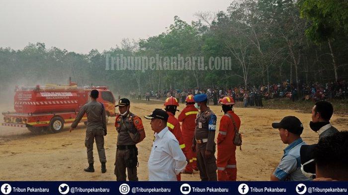 Lapangan Pendaratan HELIKOPTER Presiden RI Jokowi Didatangi Ratusan Warga, Disterilkan Perseonil TNI