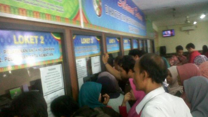 Apakah Warga Malaysia yang Bekerja di Pekanbaru Harus Punya KTP Pekanbaru?