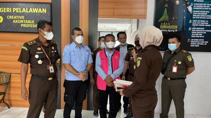 Limpahkan TSK Tipikor APBDes Merbau ke Jaksa, Polres Pelalawan Sita 3 Mobil dan Uang Rp 573 Juta