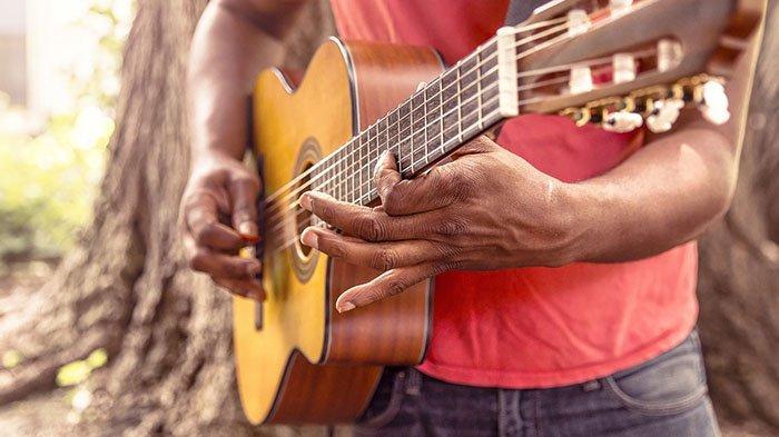 Lirik Lagu Buktini Cinta Serta Chord Kunci Gitar Lagu Batak