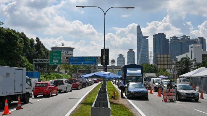 Covid-19 di Malaysia Melonjak, Pemerintah Berlakukan Lockdown, Panic Buying Tejadi