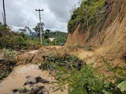 LONGSOR di Rohul, Bongkahan Tanah Timbun Jalan di Rokan IV Koto