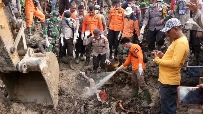 Longsor di Riau, Dua Jasad Ditemukan di Balik Tumpukan Kayu Sedalam Dua Meter di Rohul