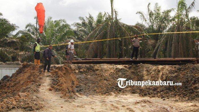 FOTO: Lubang Semburan Gas di Ponpes al Ihsan Pekanbaru Akan Ditutup - lubang-semburan-gas-di-ponpes-al-ihsan-pekanbaru-akan-ditutup.jpg