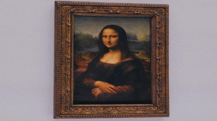 Lukisan mona lisa yang asli karya Leonardo Da Vinci di Museum Louvre, Perancis