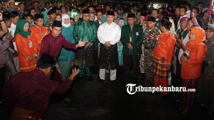 FOTO : Lukman Edy dan Hardianto Disambut Silat saat Mendaftar - lukman-edy-dan-hardianto_20180110_212941.jpg