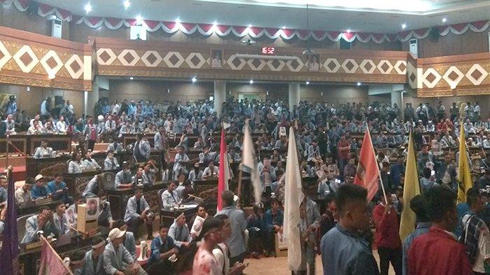 Pintu Ruang Rapat DPRD Rusak, Mahasiswa Janji Ganti Rugi