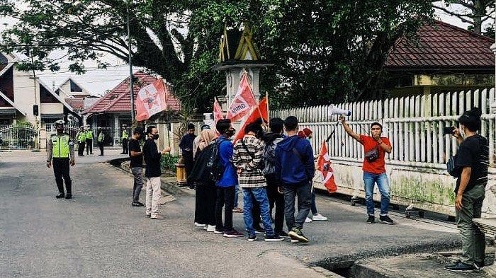 Pertanyakan Penertiban PKL, Mahasiswa Minta Bupati Inhil Riau untuk Mundur