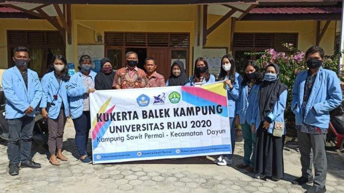 Mahasiswa Kukerta Balek Kampung UNRI Ajak Warga Budidayakan Ikan Dalam Ember dengan Aquaponik