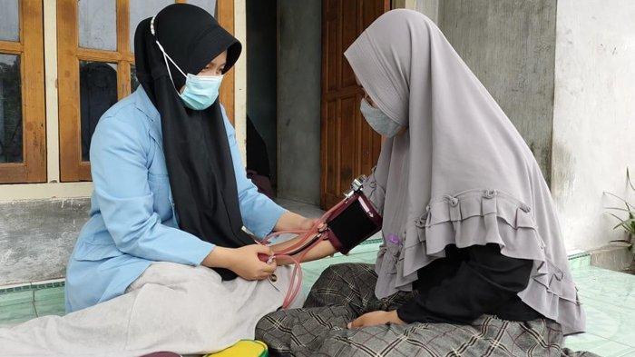 Mahasiswa Kukerta Balek Kampung UNRI Lakukan Cek Kesehatan Gratis dan Sosialisasi Vaksin Covid-19