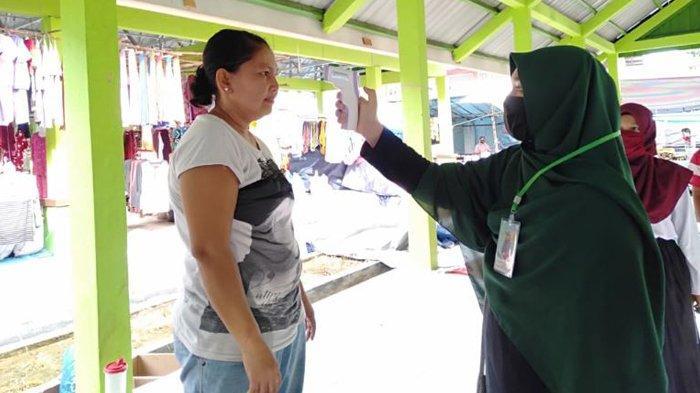 Mahasiswa Kukerta Relawan Covid-19 UNRI Bagikan Sembako hingga Razia Masker dan Cek Suhu Tubuh Warga