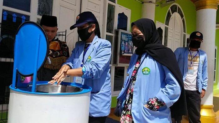 Mahasiswa Kukerta Relawan Covid-19 UNRI Lakukan Edukasi Protokol Kesehatan di Masjid di Pekanbaru