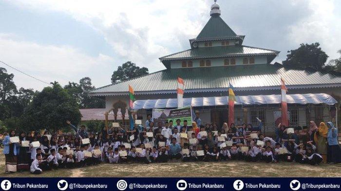 Mahasiswa Kukerta Universitas Riau Gelar Lomba untuk Santri Didikan Subuh