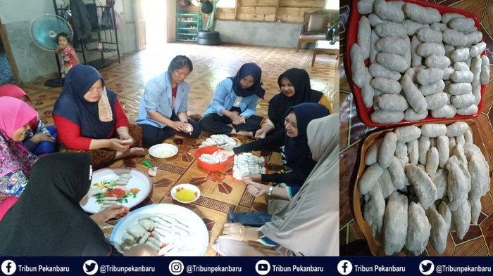 Mahasiswa Kukerta Universitas Riau Membuat Mpek Mpek dari Ikan Bilis Bersama Ibu-ibu PKK Desa Muntai