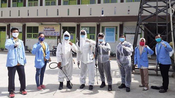 Mahasiswa Kukerta UNRI Bantu Penyemprotan Disinfektan dan Rapid Test Massal di Marpoyan Damai