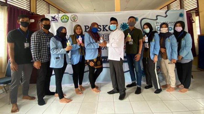 Mahasiswa Kukerta UNRI Buat APD dan Hand Sanitizer untuk Warga, Ini Bahannya