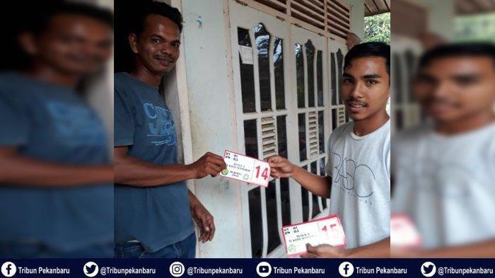Mahasiswa Kukerta UNRI di Desa IV Koto Setingkai Buat Nomor Rumah Warga