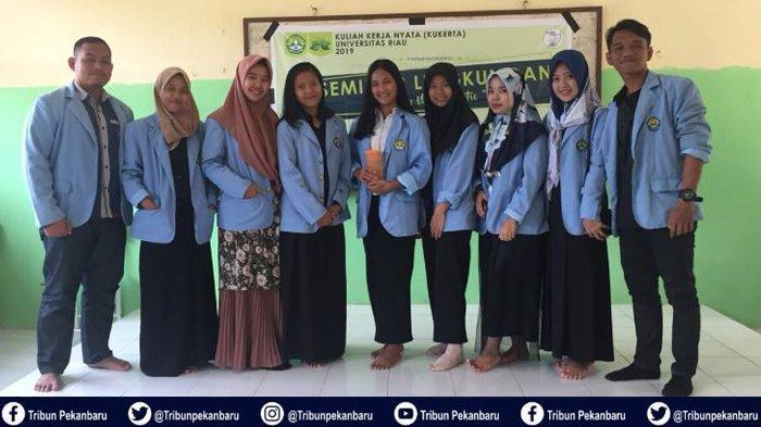 Mahasiswa Kukerta UNRI Gelar Seminar Lingkungan dan Aksi Gebrek Sampah di Desa Muara Selaya