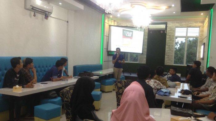 Kerahkan Mahasiswa Sosialisasi ke Rumah Warga,Komunitas Salam 4 Jari Sapa Masyarakat Riau