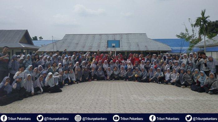 Mahasiswa Universitas Riau Perkenalkan Kimia kepada Masyarakat dalam Pendidikan Kimia Mengabdi 2019
