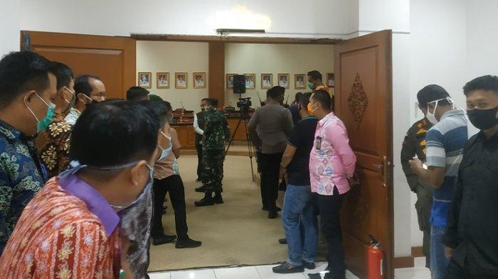 Mahasiswa Tak Kunjung Datang, Padahal Gubernur Riau dan Forkopimda Sudah Lama Menunggu di Ruangan