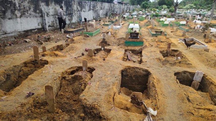 Hujan Deras Sejak Dini Hari, Puluhan Makam di TPU Kota Pekanbaru Ambles