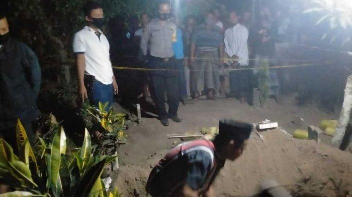 Makam salah satu warga Dusun Sumberbeji, Desa Kesamben, Kecamatan Ngoro, Kabupaten Jombang, Jawa Timur, ditemukan dalam kondisi terbongkar dan berantakan, Minggu (20/9/2020) petang. Satu dari tiga potong kain kafan dinyatakan hilang.(KOMPAS.COM/DOK. POLRES JOMBANG)