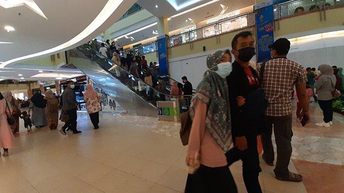 Warga Ramai Datangi Pusat Perbelanjaan, Hari Ini Pertama Buka, Mal SKA Pekanbaru Dipadati Pengunjung