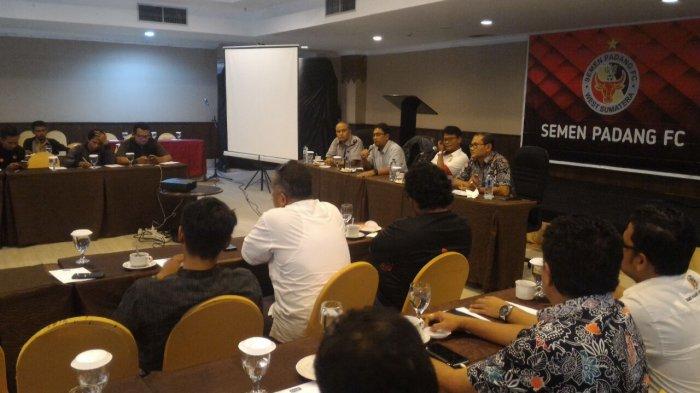 Target Kembali ke Liga 1 Manajemen Semen Padang FC Rangkul Media Sumbar dan Nasional