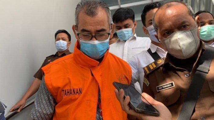 BREAKING NEWS: Mantan Bupati Kuansing Mursini Langsung Ditahan Usai Diperiksa di Kejati Riau