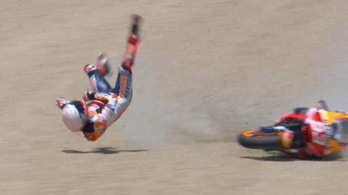 Marc Marquez terjatuh saat balapan MotoGP Spanyol di Sirkuit Jerez, Minggu (19/7/2020).