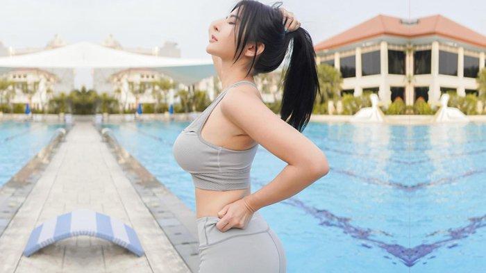 Maria Vania Pakai Sport Bra dan Legging Ketat, Busungkan Dada dan Pamer Body Goals, Ngajak Ketemuan